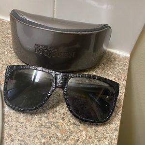Alexander McQueen Sunglasses/glasses